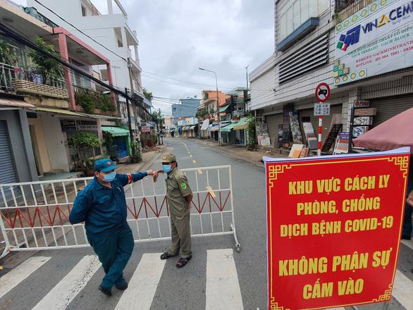 Biên Hòa cách ly tuyến đường có 900 nhân khẩu gần nhà bệnh nhân 595 - Ảnh 2.