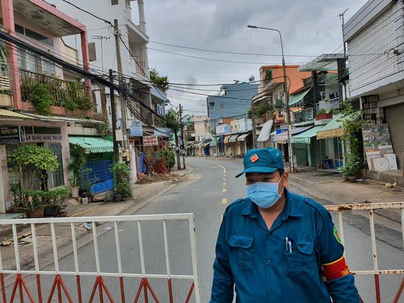Biên Hòa cách ly tuyến đường có 900 nhân khẩu gần nhà bệnh nhân 595 - Ảnh 3.