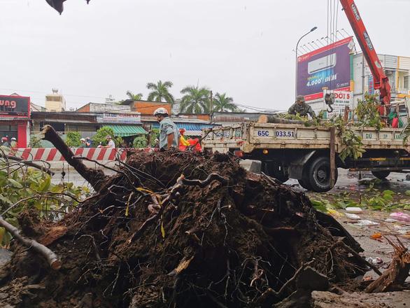 Dông lốc phá hơn 200 căn nhà ở Cần Thơ và Sóc Trăng - Ảnh 3.