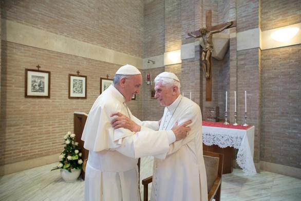 Cựu Giáo hoàng Benedict XVI đang rất yếu - Ảnh 1.