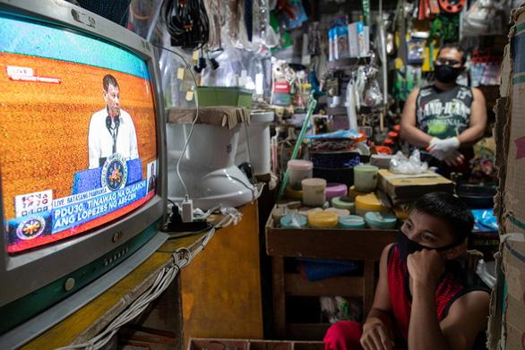 Tổng thống Philippines xin lỗi vì hết tiền mua thức ăn và trợ cấp cho dân - Ảnh 1.