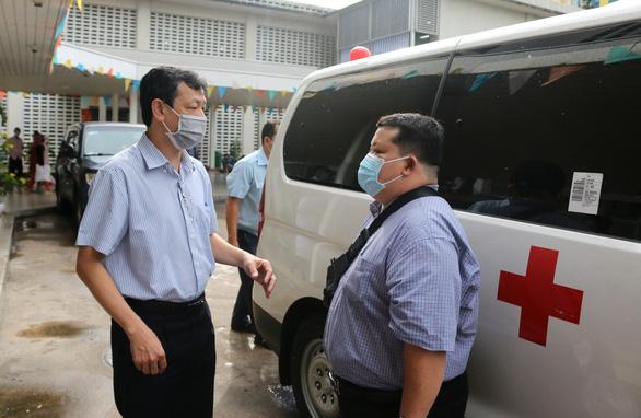 Lần thứ 4, Bệnh viện Chợ Rẫy điều bác sĩ chi viện tâm dịch Đà Nẵng - Ảnh 1.