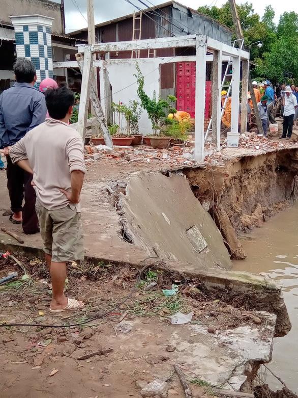 Dông lốc phá hơn 200 căn nhà ở Cần Thơ và Sóc Trăng - Ảnh 2.