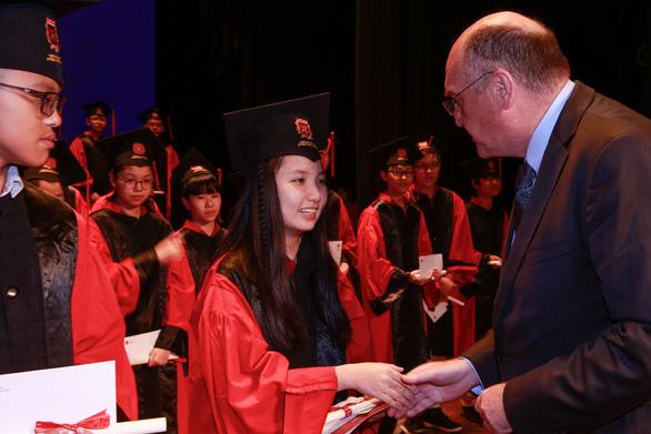 Học sinh được nhận 2 bằng tú tài với chương trình quốc tế toàn phần Cambridge tại VAS