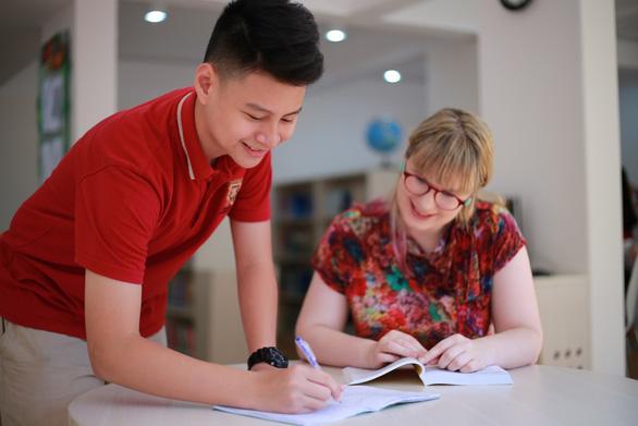 Học sinh được nhận 2 bằng tú tài với chương trình quốc tế toàn phần Cambridge tại VAS - Ảnh 2.