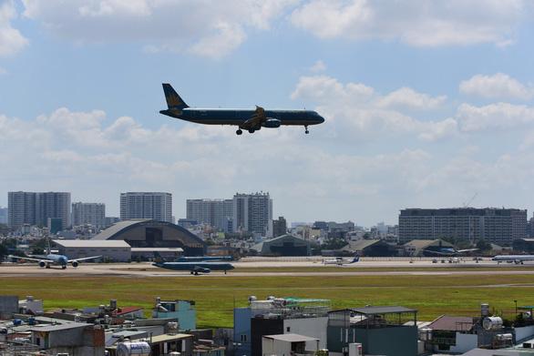 Các hãng hàng không giảm tần suất bay - Ảnh 1.