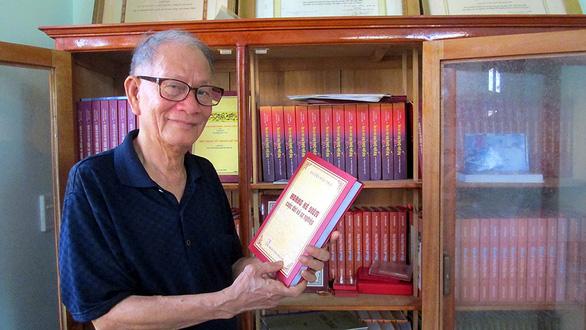 Quên mình đã nghỉ hưu, in 17 cuốn sách để lật mở lịch sử một thời - Ảnh 1.