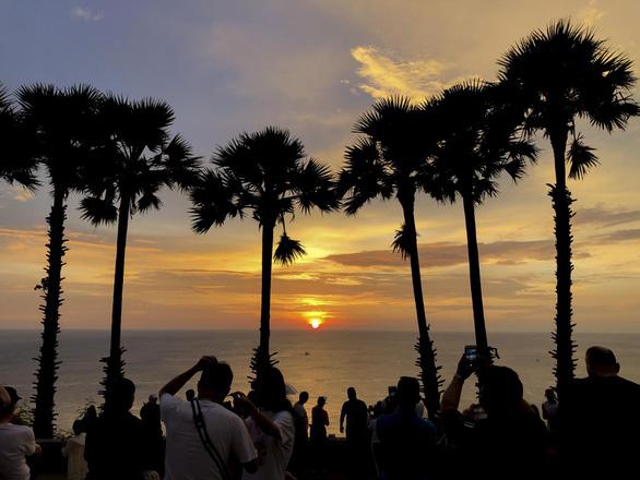 Thái Lan đánh cược với 'Mô hình Phuket' nhằm cứu ngành du lịch - Ảnh 1.