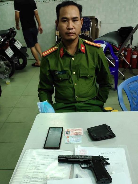 Giả cán bộ Cục Cảnh sát hình sự vào nhà dân đọc lệnh bắt người - Ảnh 3.