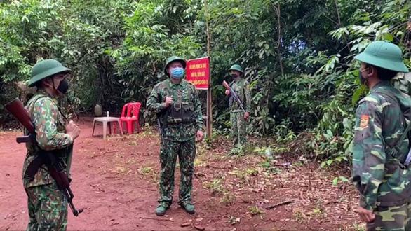 Lính biên phòng hai lần hoãn cưới để chống dịch COVID-19 - Ảnh 1.