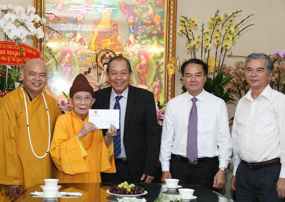 Phó thủ tướng Trương Hòa Bình thăm lãnh đạo Giáo hội Phật giáo Việt Nam tại TP.HCM - Ảnh 1.