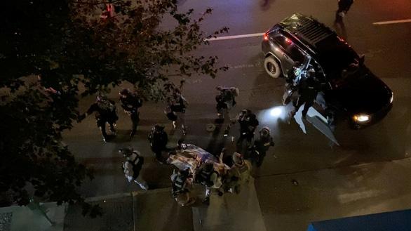Ông Trump và ông Biden chê bai nhau yếu kém qua vụ bạo lực ở Portland - Ảnh 1.