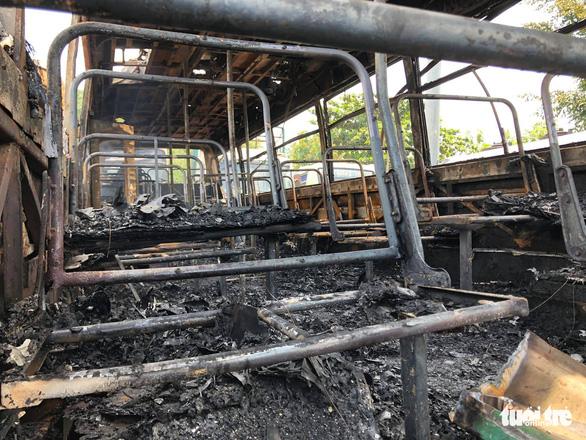 Cháy lớn tại bãi xe cũ ở huyện Bình Chánh - Ảnh 4.