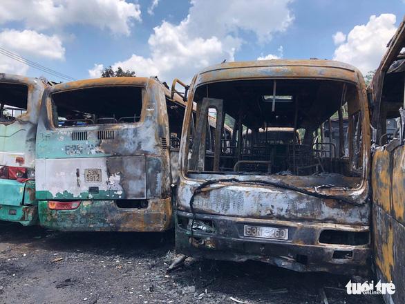 Cháy lớn tại bãi xe cũ ở huyện Bình Chánh - Ảnh 5.
