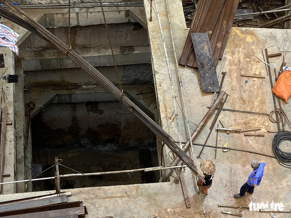 Nhà phố 5 tầng mà có 4 tầng hầm: Không bình thường, như bom nổ chậm giữa phố - Ảnh 2.