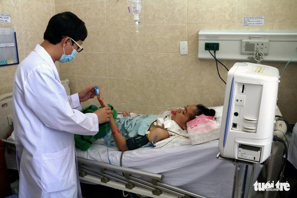 Đồng Nai: 1 trong 2 ca nghi ngộ độc do ăn patê Minh Chay vẫn phải thở máy - Ảnh 2.