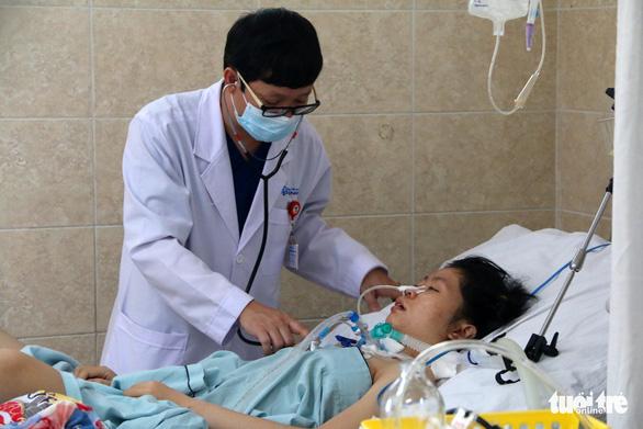 Đồng Nai: 1 trong 2 ca nghi ngộ độc do ăn patê Minh Chay vẫn phải thở máy - Ảnh 1.