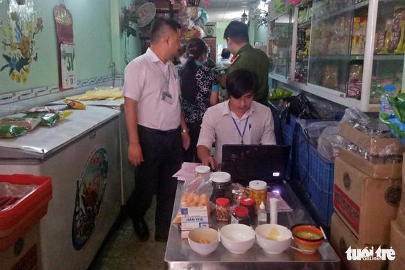 Đồng Nai: 1 trong 2 ca nghi ngộ độc do ăn patê Minh Chay vẫn phải thở máy - Ảnh 3.