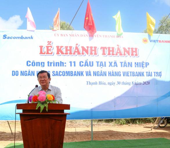 Vietbank tài trợ 5 tỉ đồng xây 6 cầu ở xã biên giới tỉnh Long An - Ảnh 1.