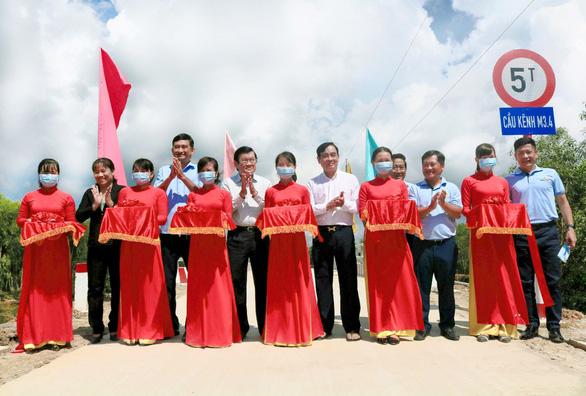 Vietbank tài trợ 5 tỉ đồng xây 6 cầu ở xã biên giới tỉnh Long An - Ảnh 2.