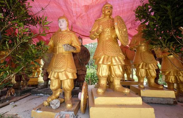 Tượng Trung Quốc chuyển lên Đà Lạt: Bên mua chưa trình được giấy tờ xuất xứ - Ảnh 1.