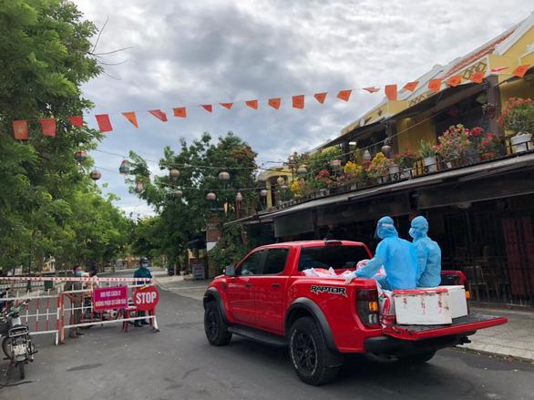 Quảng Nam cho học sinh nghỉ học, đóng cửa phố cổ Hội An vì ca dương tính COVID-19 - Ảnh 2.
