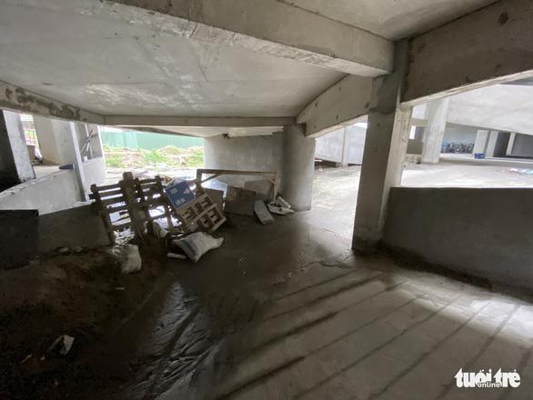 Tố chủ đầu tư chây ì nợ, nhà thầu đổ đất vào dự án chung cư - Ảnh 2.
