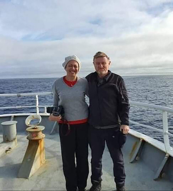 Bị mắc kẹt vì COVID-19, cặp vợ chồng quá giang tàu cá vượt 5.000 hải lý về nhà - Ảnh 2.