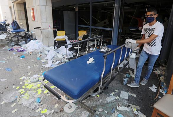 Nhân chứng vụ nổ ở Lebanon: Tôi bị thổi văng ra mấy mét - Ảnh 6.