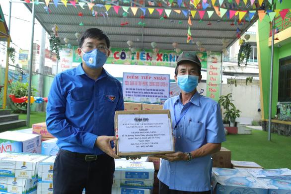 Báo Tuổi Trẻ tặng vật phẩm y tế cho khu cách ly ở Đà Nẵng - Ảnh 2.
