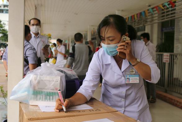 TP.HCM, Hà Nội, Hải Phòng, Bình Định chi viện Đà Nẵng chống dịch - Ảnh 1.