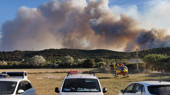 1.200 lính cứu hỏa trắng đêm chữa cháy rừng miền đông nam nước Pháp - Ảnh 7.
