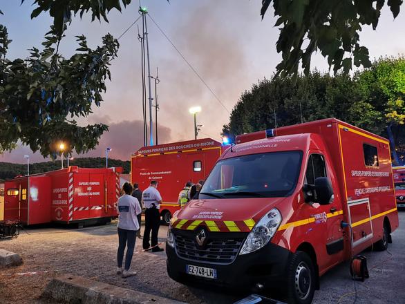 1.200 lính cứu hỏa trắng đêm chữa cháy rừng miền đông nam nước Pháp - Ảnh 6.