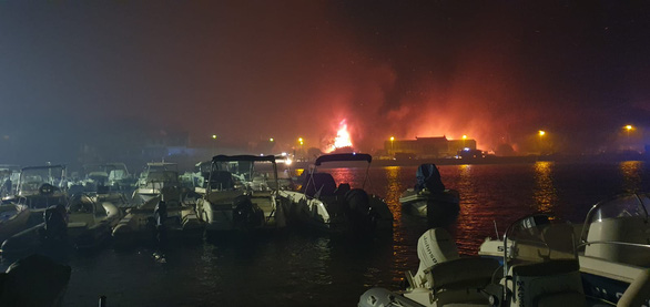 1.200 lính cứu hỏa trắng đêm chữa cháy rừng miền đông nam nước Pháp - Ảnh 3.