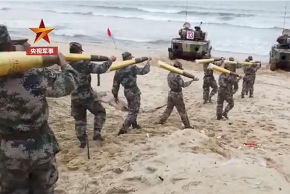Nghe tin Bắc Kinh tập trận chiếm đảo, Đài Loan điều 200 lính chiến ra phòng thủ - Ảnh 1.