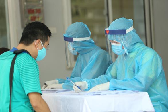 Phong tỏa nhiều thôn ở Bắc Giang vì hai ca nghi nhiễm COVID-19 - Ảnh 1.
