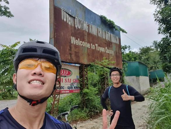 Xuân Trường tự tạo thử thách, đạp xe hơn trăm cây số từ Hà Nội về quê - Ảnh 1.