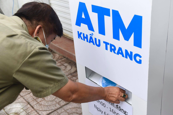 Video chủ nhân ATM khẩu trang chia sẻ cách thức vận hành máy - Ảnh 2.