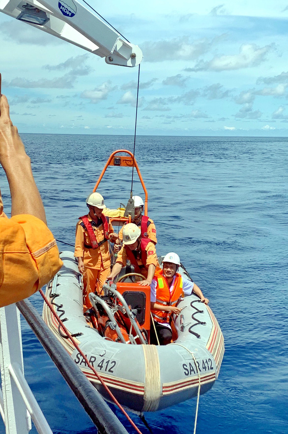 Rời tàu cứu nạn trên biển liền lao vào chống dịch - Ảnh 2.