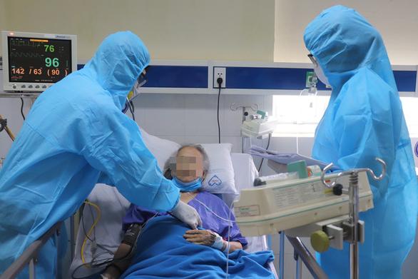 Bệnh viện tư chia lửa với bệnh viện công - Ảnh 1.