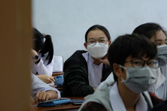 TP.HCM: Học sinh phải đeo khẩu trang khi thi tốt nghiệp THPT - Ảnh 1.