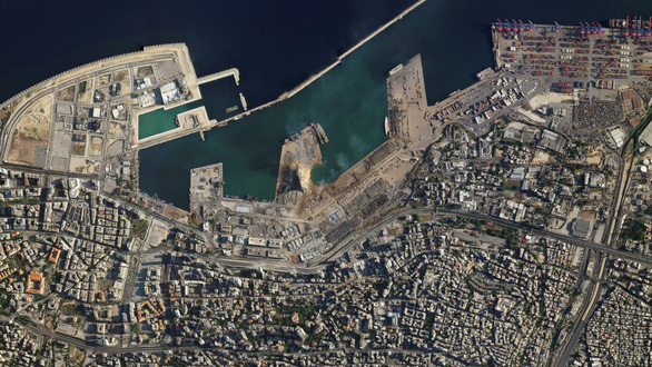 Khó ai nhận ra cảng Beirut trước và sau vụ nổ thảm khốc qua ảnh vệ tinh - Ảnh 1.