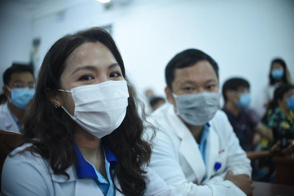 25 y bác sĩ Bình Định lên đường ra Đà Nẵng: Vững niềm tin chiến thắng dịch - Ảnh 2.