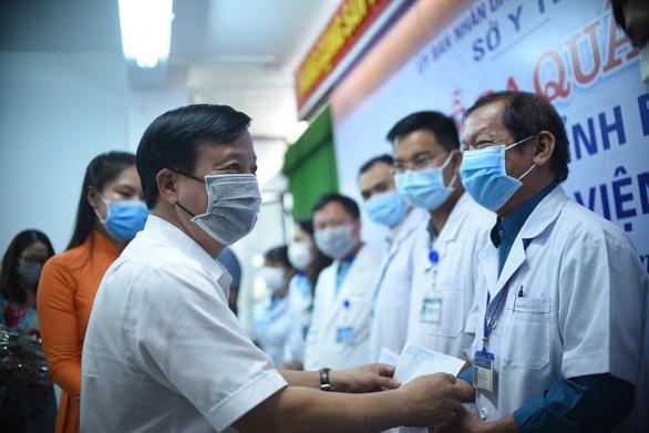 25 y bác sĩ Bình Định lên đường ra Đà Nẵng: Vững niềm tin chiến thắng dịch - Ảnh 1.