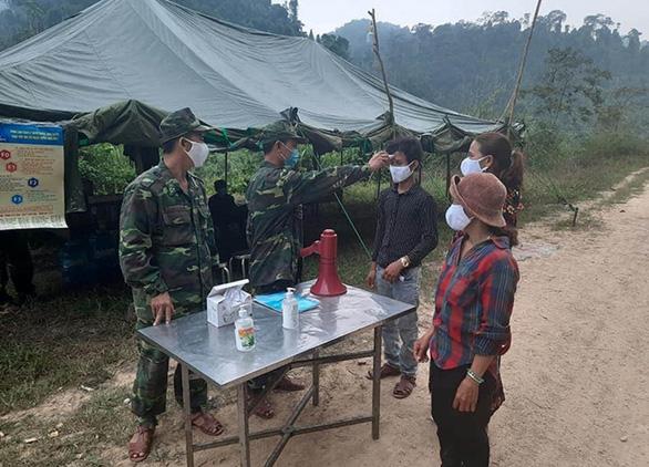 Quảng Bình lập 30 điểm chốt chặn, kiểm soát chặt hơn 220km biên giới Việt - Lào - Ảnh 1.