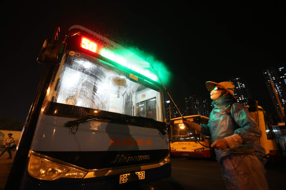 Cách ly giám đốc xí nghiệp xe buýt và 35 nhân viên tiếp xúc trực tiếp bệnh nhân COVID-19 - Ảnh 1.