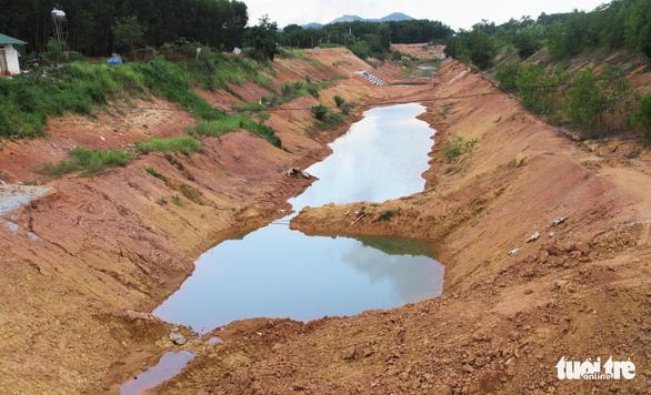 Điều tra vụ kênh thủy lợi hơn 750 tỉ đồng nứt toác - Ảnh 1.