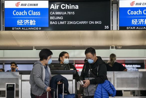Mỹ tăng cường lục soát người Trung Quốc ở sân bay - Ảnh 1.