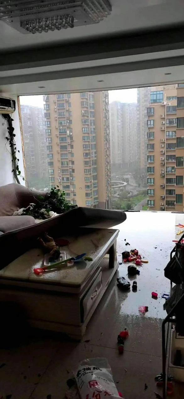 Vụ chung cư Trung Quốc bị bão xé toạc: Do lấn bancông để nhà rộng hơn? - Ảnh 2.