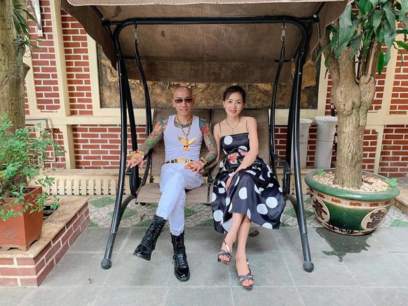 Đôi vợ chồng Phú Lê đã bị bắt - Ảnh 1.